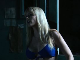 Сьюзи Лоррейн секси, Керри Тейлор секси, Caroline Faille голая - Девочки бикини на льду (2009) #3