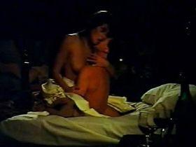 Элизабет Хёрли голая — Долгая зима (1992)