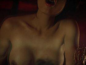 Стефани Чао голая - Вампиры 3: Пробуждение зла (2005)