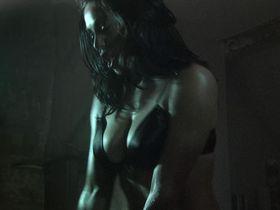 Эмили Бут секси — Пришельцы-завоеватели (2005)