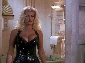 Анна Николь Смит секси - Голый пистолет 33 1/3: Последний выпад (1994)