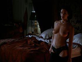 Азия Ардженто голая — Би Манки (1998)
