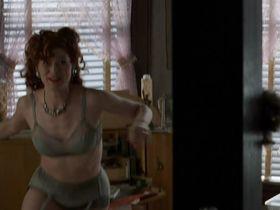 Дебра Мессинг секси - Прогулка в облаках (1995)