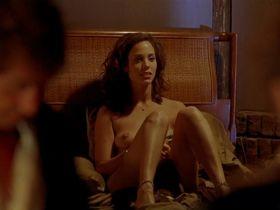 Элизабет Беркли голая - Каждое воскресенье (1999)
