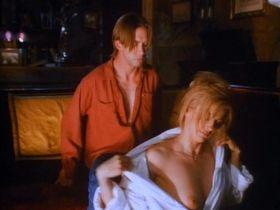 Пэтси Кензит голая, Дженнифер Рубин голая - Горькая жатва (1993)