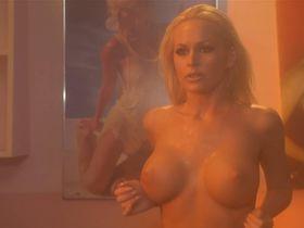 Кэти Ломанн голая, Кэмерон Ричардсон секси, Боти Блисс секси - Переполох в общаге (2003)