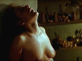 Марибель Верду голая, Кандела Пенья голая, Пенелопа Крус секси - Селестина (1996)