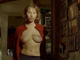 Изильд Ле Беско голая - Без сантиментов (2007)