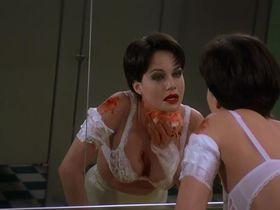 Карла Гуджино секси - Глаза змеи (1998)