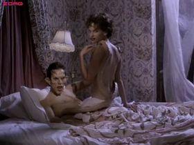 Хилари Суэнк голая - Иногда они возвращаются снова (1996)