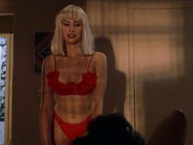 Мира Сорвино секси - Кровавое лето Сэма (1999)