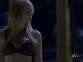 Лора Вандервурт секси — Визитеры s02e01 (2011) #2