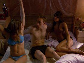 Николь Мари Ленц голая, Джилл Ричи секси - Лицензия на измену (2004)