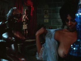 Пэм Гриер голая — Женщины в клетках (1971)