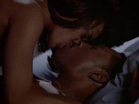 Робин Гивенс голая — Бумеранг (1992)