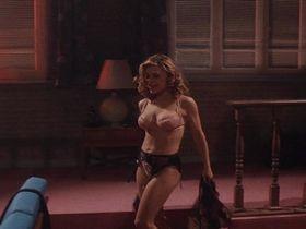 Зои Триллинг голая — Порождение ада (1994)