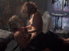 Кристи Харрис голая — Ночь демонов 2 (1994) #2