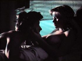 Патриция Аркетт голая — Тайм-аут (1988)