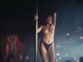 Алина Томпсон голая — Поцелуй смерти (1995)