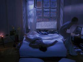 Бриджит Фонда голая — Одинокая белая женщина (1992) #2