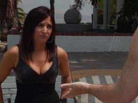 Памела Адлон секси - Блудливая Калифорния s07e07 (2014)