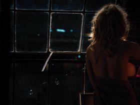 Элизабет Бэнкс секси — Блондинка в эфире (2014) #2