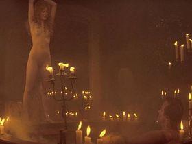 Дженнифер Джейсон Ли голая - Плоть + кровь (1985)