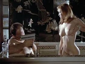 Моник Габриэль голая, Марсия Карр голая - Женщины за решеткой (1983)