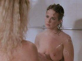 Линда Блэр голая, Сибил Даннинг голая - Женщины за решеткой (1983)