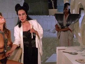 Тоуни Китаен голая — Гвендолин (1984)