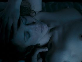 Вера Фармига голая, Натали Пресс голая - По этапу (2006)