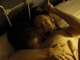 Джоди Фостер секси - Долгая помолвка (2004)