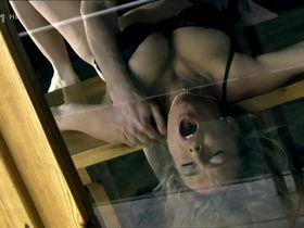 Люси Бенешова секси - Тихий выстрел (2005)