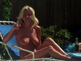 Ким Хопкинс голая, Доун Кларк голая, Мишель Дрэйк голая - Голливудские рыцари (1980)