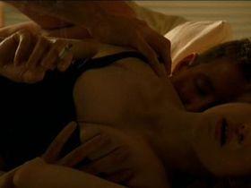 Рэйчел Вайс секси — Афера (2003)