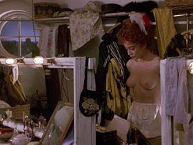 Мойра Келли голая, Дайан Лейн голая — Чаплин (1992) #3