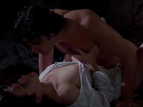 Дженнифер Коннелли голая - Любовь и мрак (1994)