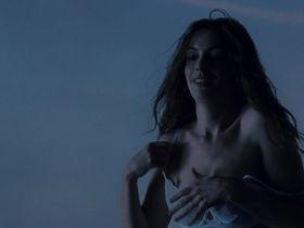 Энн Хэтэуэй секси — Один день (2011)