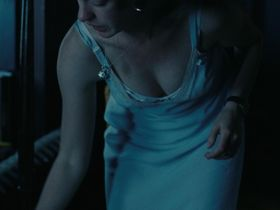 Энн Хэтэуэй секси — Один день (2011) #2
