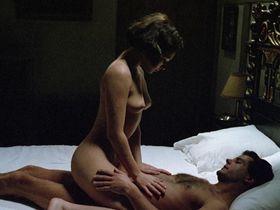 Кейт Бекинсейл голая — Дом призраков (1995)