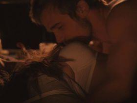 Рэйчел Ли Кук секси — Красное небо (2014)