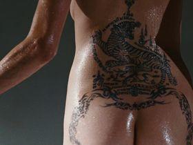 Анджелина Джоли голая — Особо опасен (2008)