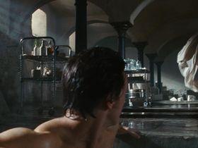 Анджелина Джоли голая — Особо опасен (2008) #2