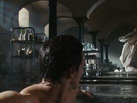 Анджелина Джоли голая — Особо опасен (2008) #3