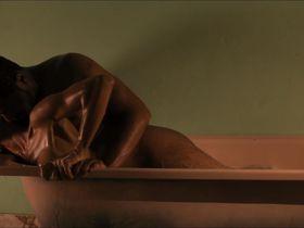 Мани Мэлоун голая — Вива Рива! (2010)