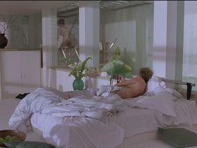 Кэтрин Зета-Джонс голая — Перепутанные наследники (1993)