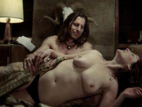 Ивет Корвеа голая, Лори Солейл голая - Беги, сука, беги! (2009)