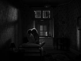 Иоанна Кулиг голая - Холодная война (2018)