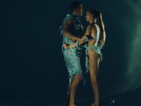 Малгожата Круковская голая - With you (2016)
