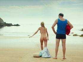 Юли Энгельбрехт голая - Каникулы маленького Николя (2014) #1